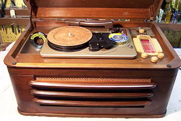 The Silvertone 7085 Is A Combination Radio Phonograph And Wire Recorder It Circa 1947 Cabinet Or Table Top Model There Also Console